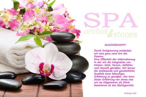 Orchiden & Massagesteine mit Text über das Gleichgewicht
