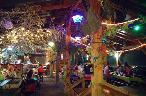 carpa del restaurante foto mesas y decoración