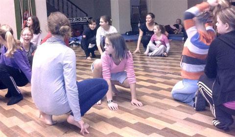 Am Abend  standen zahlreiche Spiele  auf dem Programm,  die viel Freude bereiteten und  unsere Klassengemeinschaft stärkten.