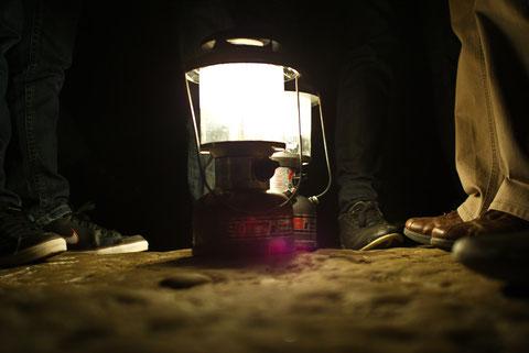 Gaslampen in der Dunkelheit