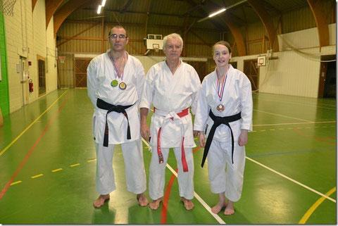 Philippe Boudet et Chloé Billaudot entourent leur professeur Jean-Luc Schroll