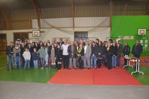 Anciens et nouveaux élèves réunis autour de J-L.Schroll pour les 40 ans du club!