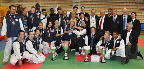 Les médaillés et l'encadrement de l'équipe de la ligue de Normandie