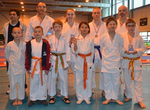 Les compétiteurs du club après les épreuves du kata