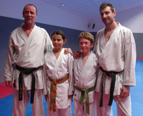 Alycia et Kilian entourés de J-P.Duchemin et J.Bunel (entraîneurs départementaux)