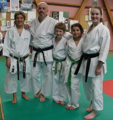 Sabrina Buil avec les 4 stagiaires du club