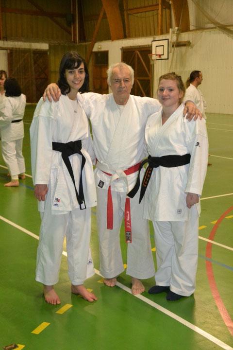 Anastasia Daniel et Océane Mace avec leur professeur Jean-Luc Schroll