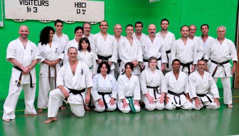 Bertrand Kron (à genou à gauche) et les participants du cours consacré au style Kyokushinkai