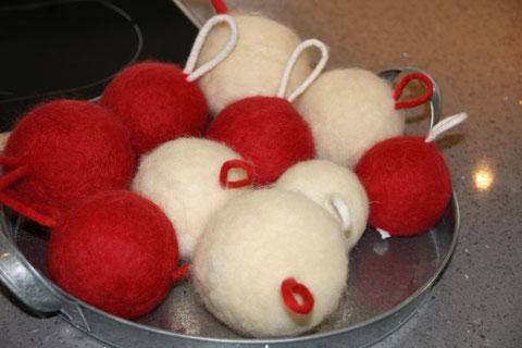 Gefilzte Weihnachtsbaum Kugeln / felted Christmas balls