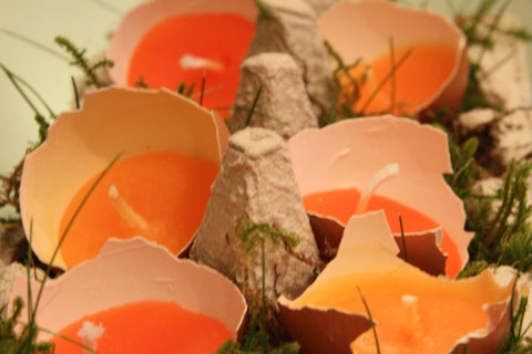 Kerzen in Eierschalen / Candles in egg shells