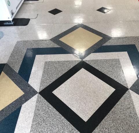 ☆NHK学園くにたちオープンスクール様の6階エレベータ前の床のデザインおしゃれです。