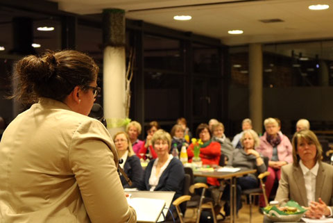 Frau Düpont bei der Delegiertentagung