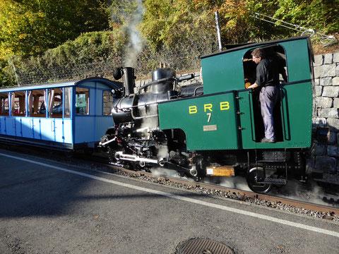 Lok 7 mit den Vorstellwagen B16 und B26 in der Kreuzugsstelle Oberstaffel