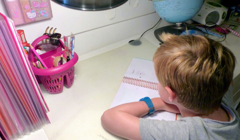 Niño haciendo los deberes