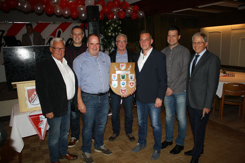 v.l. Klaus Schwarz, Mirco Tiedemann, Thomas Kahrs, Wilfried Imbusch, Thorsten Schwarz, Nils Schwarz und Hermann Röttjer