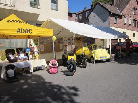 Sicherheit für die Kleinen, Kindersitze, Fahrradturniere und Sicherheitswesten - Aktion