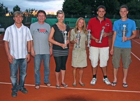 Die Vereinsmeister von 2012 mit Vorständen - weitere Bilder siehe unten!