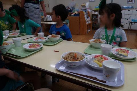 小学校 給食