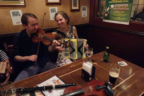 Oisin Mac Diarmada and Samantha Harvey playing at the session in Tokyo