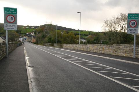アイルランド 北アイルランド 国境 国境線 町
