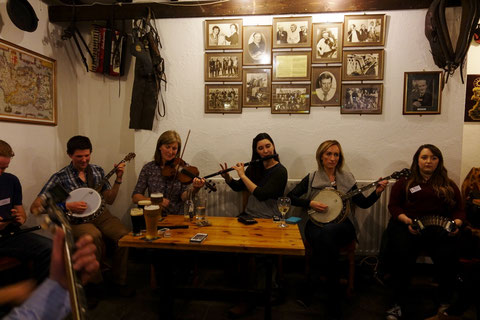アイリッシュ 音楽 パブ セッション