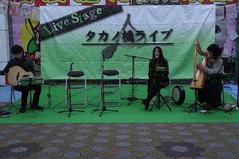 広島ではお馴染みの「さらさ」と同じく広島で活躍するボーカルの前田斗亜さんによるステージ