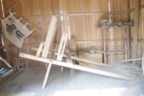 織殿の織機