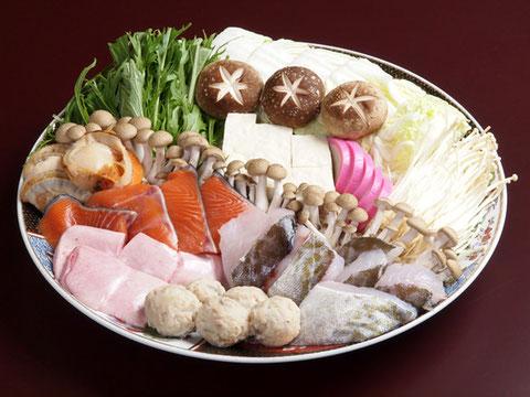 江別市にあるやま六鮨の好評「寄せ鍋セット」です。