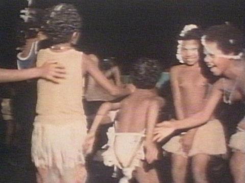 写真はビデオからキャプチャーした「タピオカ踊り」