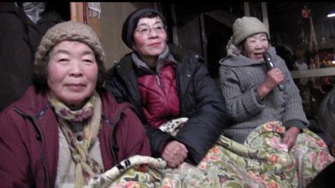 写真は右がアサエさん、左が美佐子さん