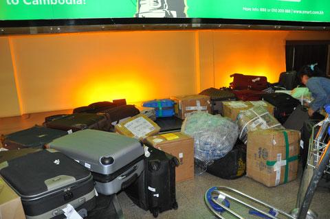 Man muss noch Chaos in sich haben, um einen fallenden Koffer entbehren zu können.