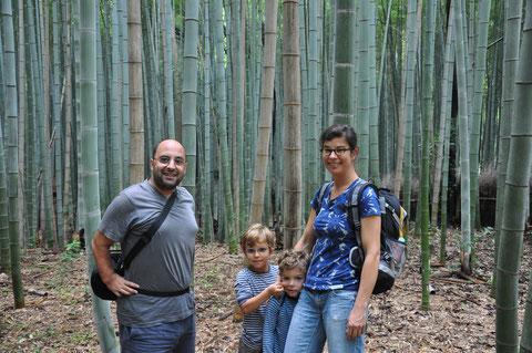 Erschöpfte Kambodschaner im Arashiyama Bambuswald