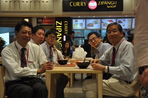 Das Mall-Managment-Team mit den ehrenwerten Herrn Makoto Yajima und Tadaaki Ishiguro