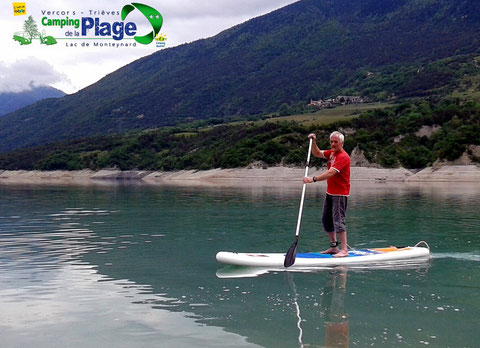 stand up paddle en location au camping de la plage lac de monteynard