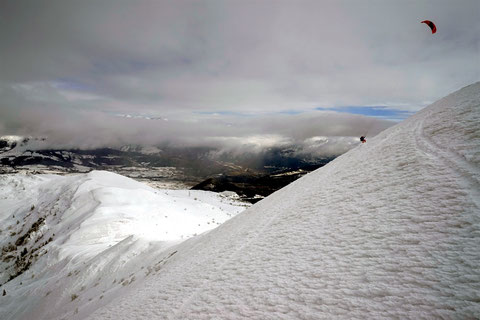 Montée en snowkite au Senepy / photo Marc Benoit