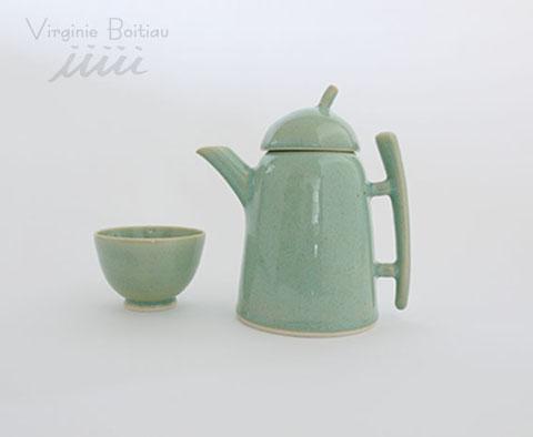 théière en porcelaine réalisée par Virinie Boitiau iiiii Teapot made of porcelain by V boitiau iiiii