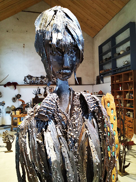 Nadine Ledru Création - sculpture femme en métal