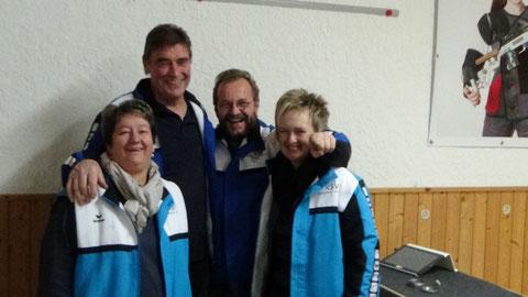 Von links nach rechts: Susanna Siegburger, Mannschaftsführer Gottfried Maurer, Klaus und Sonja Weppler