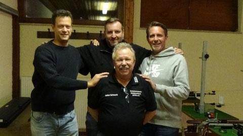 Von links nach rechts: Christian Mertens, Timo Frink, Stefan Schmitt, vorne: Volker Schwenk