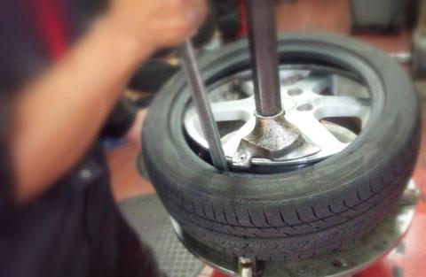 タイヤ交換 持ち込み可