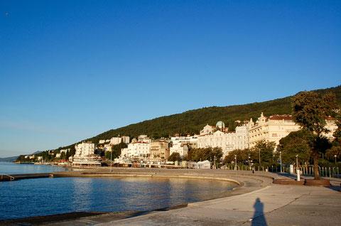 オパティアの朝の海岸