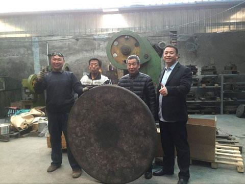 Photo de groupe des artisans de gongs traditionnels