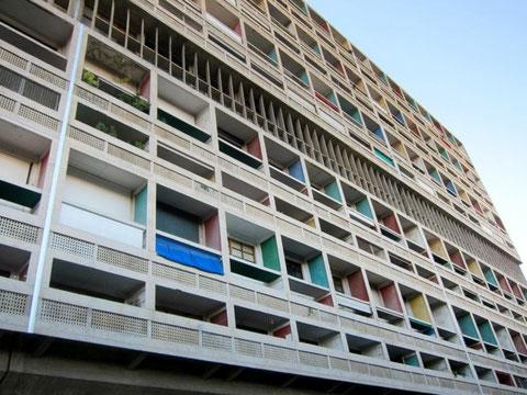 Ле Корбюзье. «Жилая единица»  в  Марселе. Многоквартирный жилой дом, архитектура которого определила облик современного индустриального жилья.