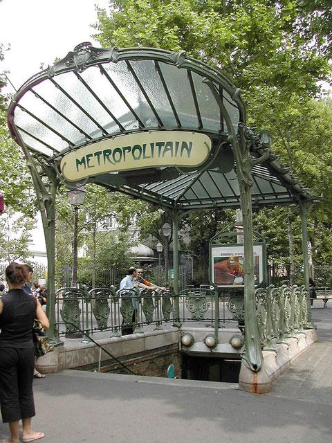 Э.Гимар. Наземный вестибюль парижского метро. Это небольшое сооружение – почти графика. Хрестоматийный образец  Ар-нуво.
