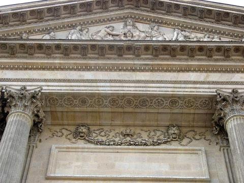Фрагмент центрального портика. Лувр. Париж.