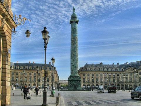 Площадь Вандом – торжественный порядок красоты классицизма.
