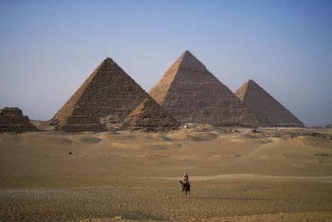 Комплекс пирамид в Гизе.