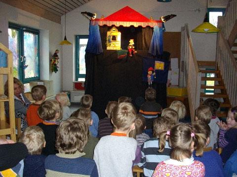 Weihnachtsmärchen! Auftritt in einer Grundschule