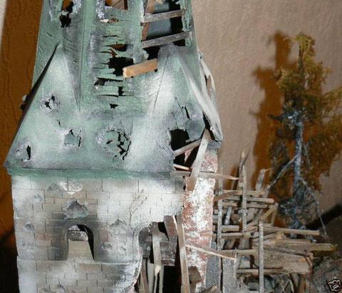 Nach realistischem Vorbild wurde der gesamte Kirchturm scratch gebaut.
