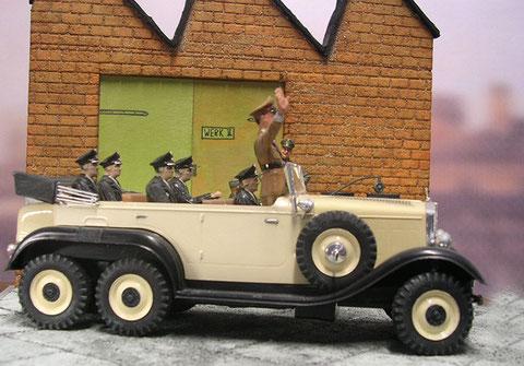 Paradefahrzeug in Sonderlackierung.